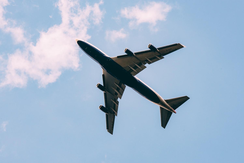 Vận chuyển hàng hóa bằng đường bay giá rẻ bất ngờ